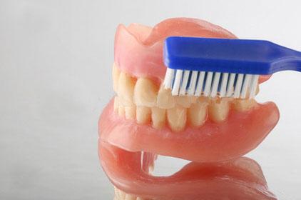Очистка зубных протезов
