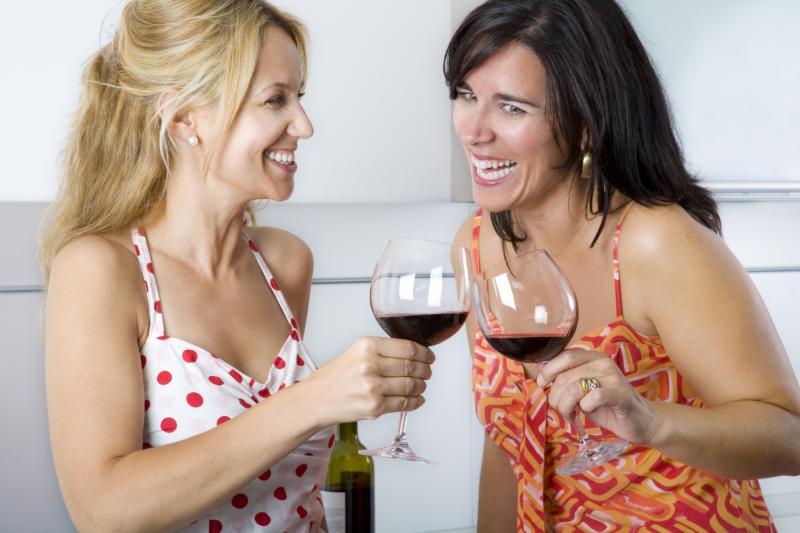 Красное вино полезно для здоровья десен